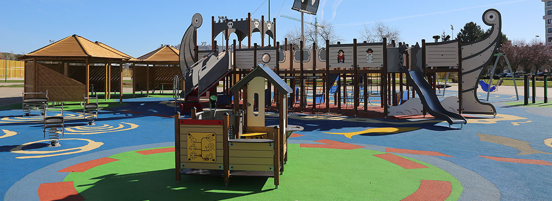 Accessible and visually attractive surfacing at an inclusive pirate themed playground